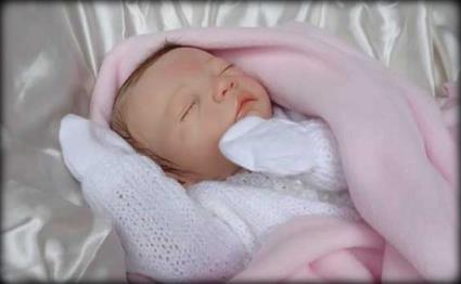 بلدة أسبانية تشهد ولادة طفلة 20134291156RN641.jpeg