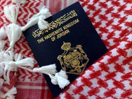 جهّز اردنيون جوازاتهم استعدادا للحرب 2013981410RN122.jpeg