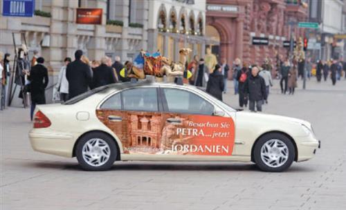 سيارة في شوارع أوروبا لتسويق المملكة سياحياً