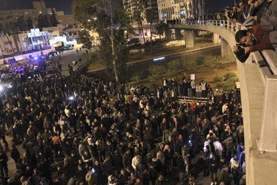 الأردن اعتصام الداخلية بالمياه الهروات big20121114926RN19.jpeg