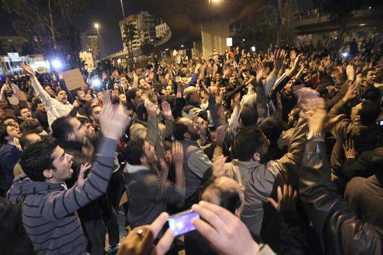 الأردن اعتصام الداخلية بالمياه الهروات big20121114952RN514.jpeg
